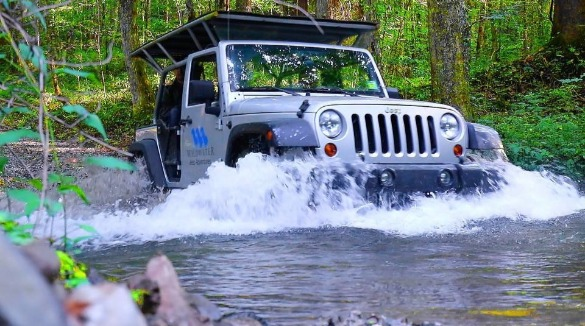 Jeep driving through water | Asheville Connections